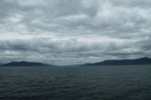 Looking into the whale fjord from the sea / Blick vom Meer in den Walfjord